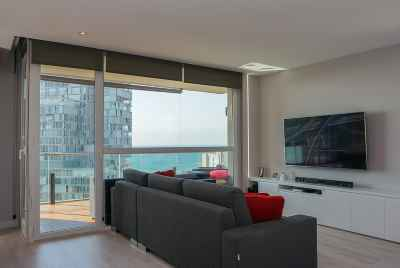 Bright spacious apartment with sea views close to the beach